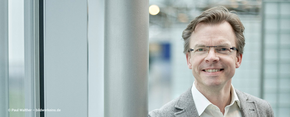 Dr. Lars Sternberg